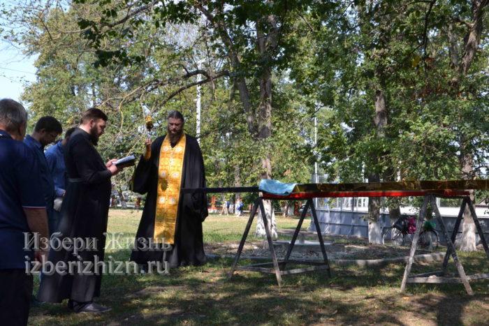28 августа 2021 Установка креста в горсаду_054