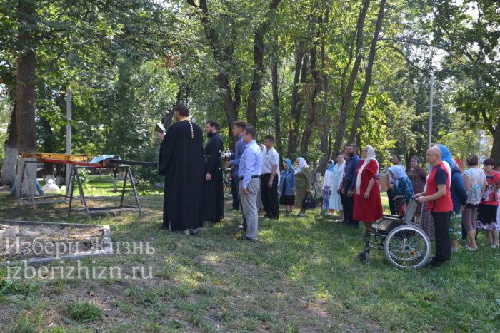 28 августа 2021 Установка креста в горсаду_072